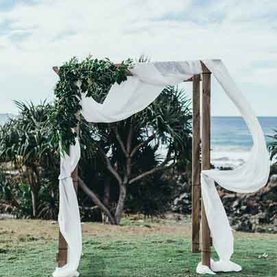 timber-arbour-wedding-hire